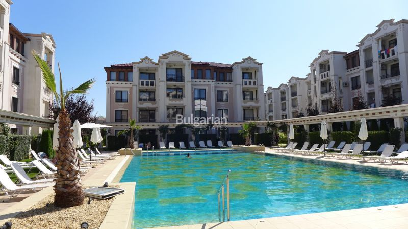 nice apartment complex.  Apartment overlooking the pool in nice complex
